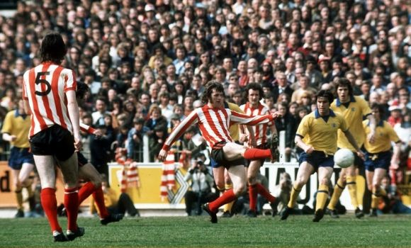 Southampton 1 Man Utd 1 in April 1974 at the Dell. Mick Channon scores for the Saints #Div1