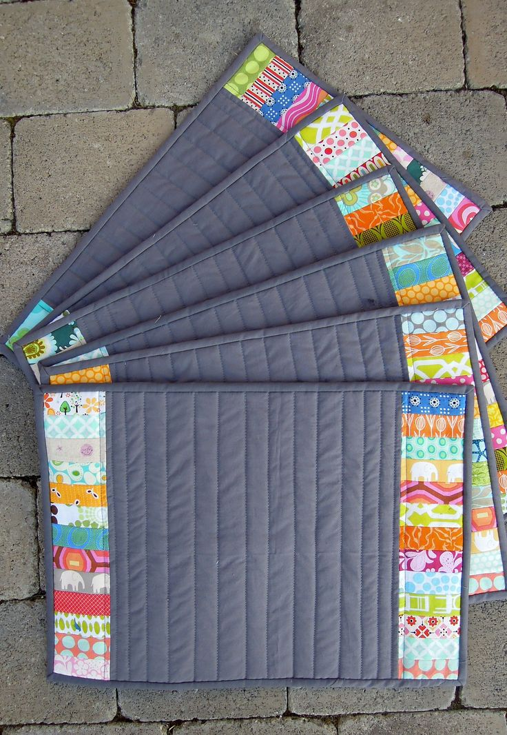 Quilt Patterns For Table Runners And Placemats : 38 best Quilted placemats images on Pinterest Table runners, Mini quilts and Patchwork quilting