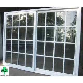 El ventanal que será colocado en el salón, con vista al jardían trasero.