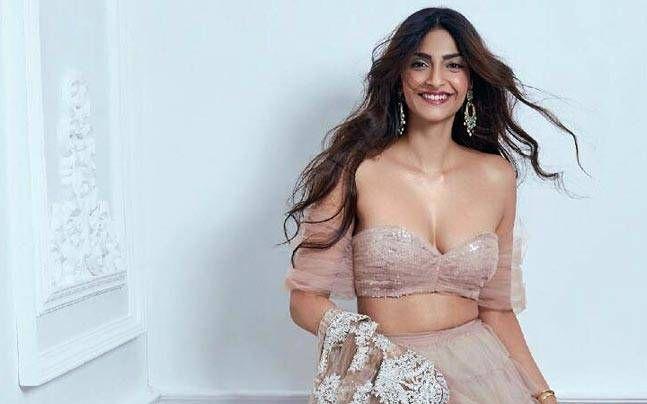 Veere Di Wedding, the first collaboration between two mega actresses, Kareena Kapoor Khan and Sonam Kapoor, is expected to begin in Delhi soon.