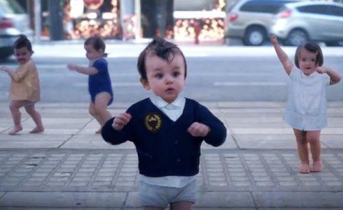 Evian, a água da juventude e os bebês dançarinos http://vinnyamaral.tumblr.com/post/49381156263/evian-a-agua-da-juventude-e-os-bebes-dancarinos