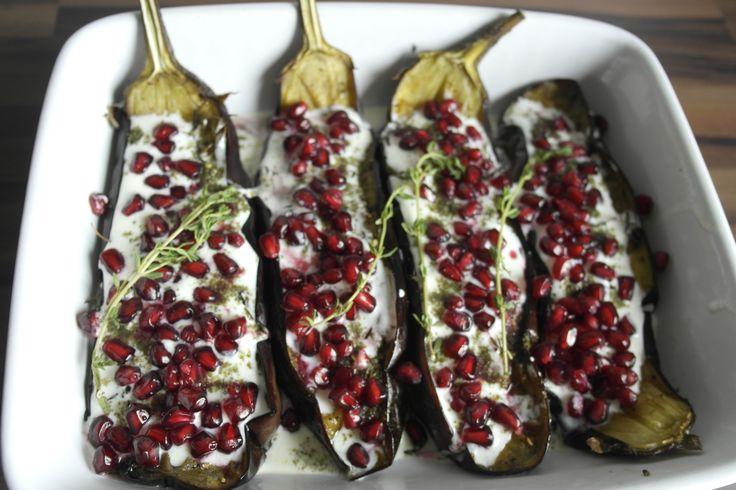 Gebackene Auberginen mit Granatapfelsoße #kochbox #KommtEssen