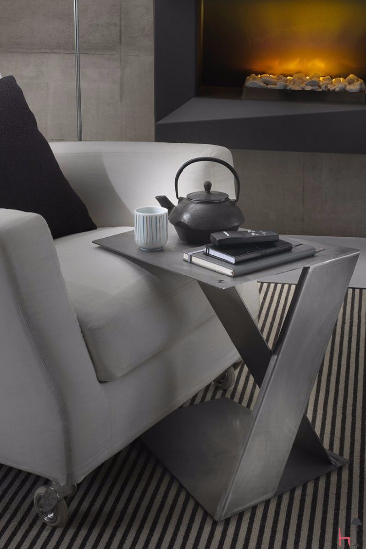Sidarietto is a side table by Italian maker Siderio.