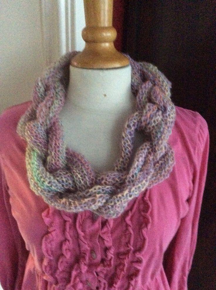 Pastelkleurige sjaal in lamswol. Op veel manieren te dragen!