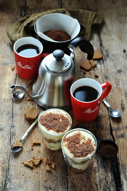 Dorian cuisine.com Mais pourquoi est-ce que je vous raconte ça... : J'aime le temps qui s'écoule doucement comme un café filtre et l'accompagner d'un tiramisu au café et aux spéculoos !