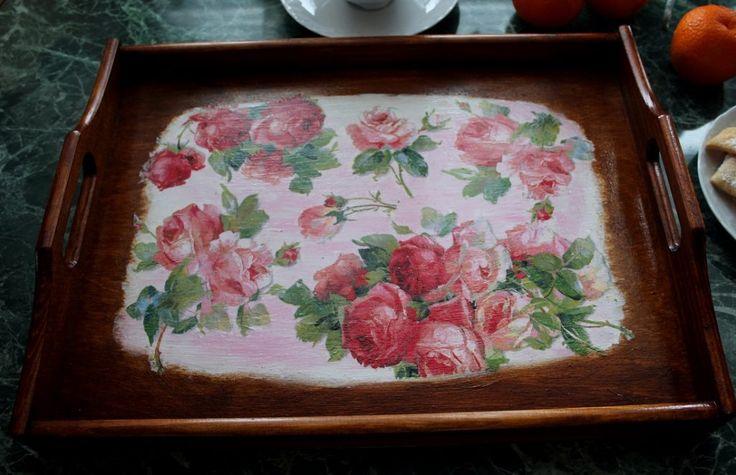Różana taca na wczoraj – Świeżo zmalowane