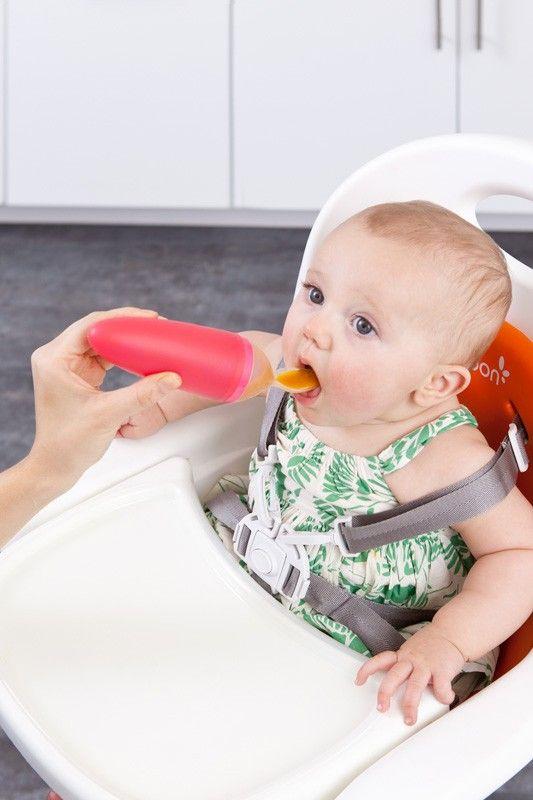 Squirt è il geniale cucchiaio di Boon Inc., dotato di serbatoio dispensa-pappa! Il rivoluzionario sistema consente di nutrire comodamente il bebè senza sporcare e con un unico accessorio.