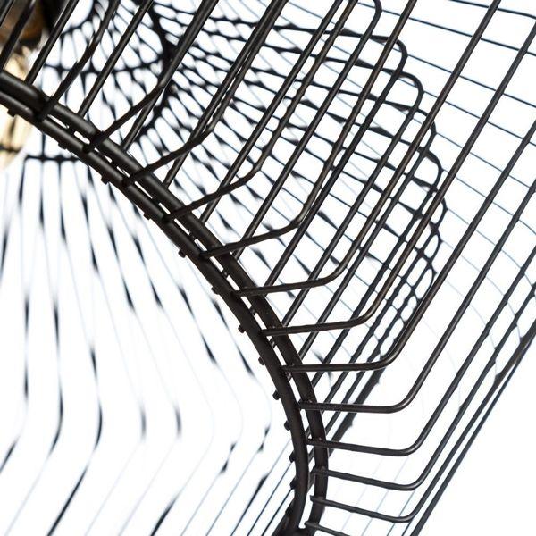 #lámpara de estructura ligera y bombillas vistas, dos tendencias muy de moda https://iluminoteca.com/producto/lampara-de-suspension-tipo-jaula-pantalla-doble-metal/