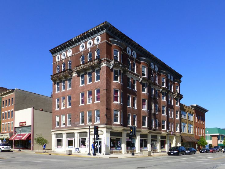 https://flic.kr/p/oy4Jwj | Quincy, IL old Mercantile Bank building | The portion of the Dodd Building on the corner was constructed in 1897 while the addition to the north was added in 1922. Found in the Downtown Quincy Historic District, which is on the National Register #83000298.