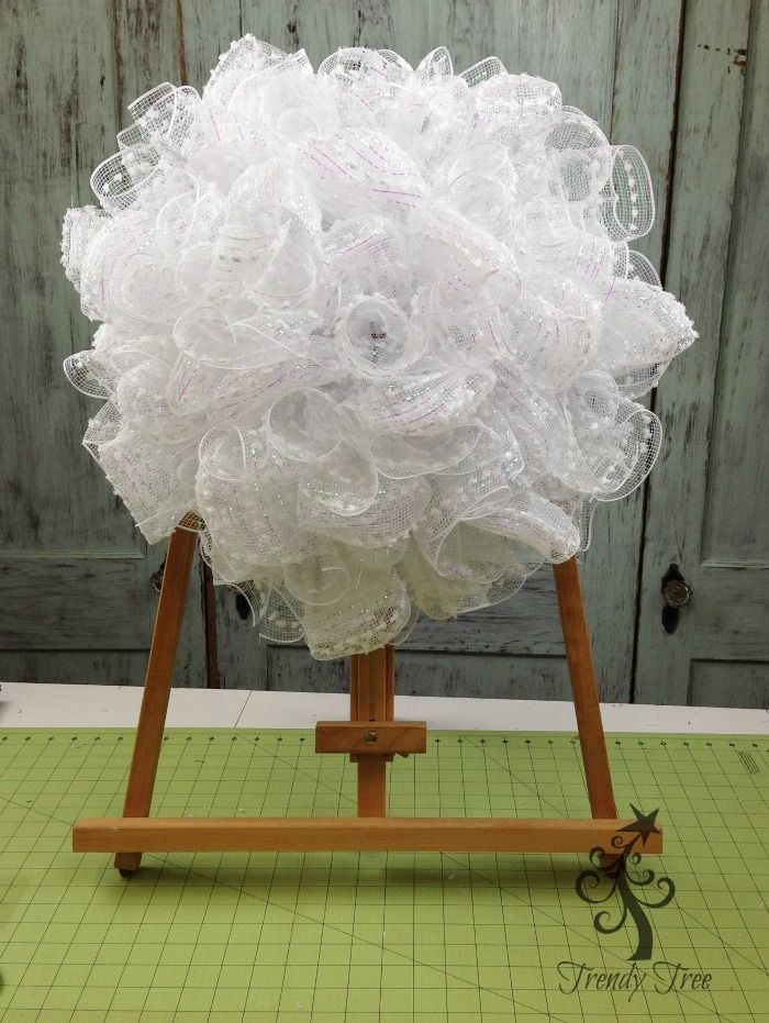"""How to use 21"""" poly mesh for the ruffle technique in wreath making by Trendy Tree."""