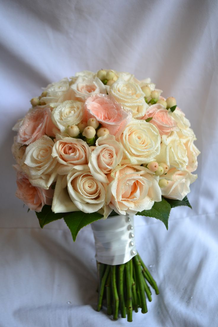 Soft Creamy roses with cream coloured berries by I do flowers