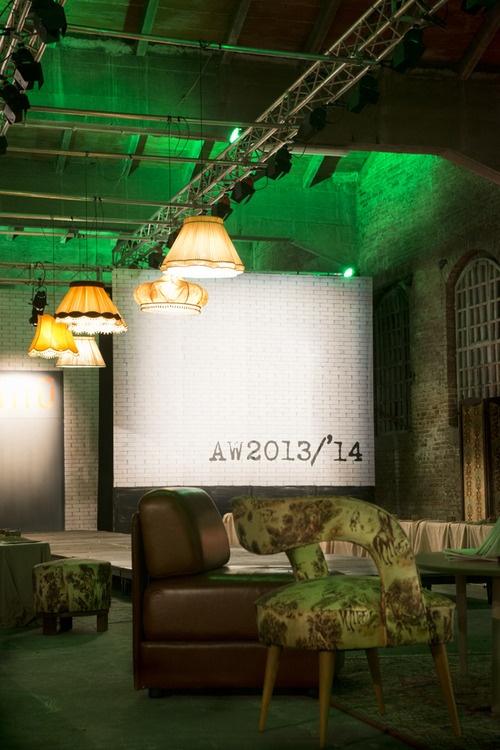 Allestimento sfilata AW2013/'14 NIU'  Organizzazione sfilata di moda per Niu'a tema pub irlandese. Illuminazione e complementi d'arredo d'ispirazione retro' e folk.