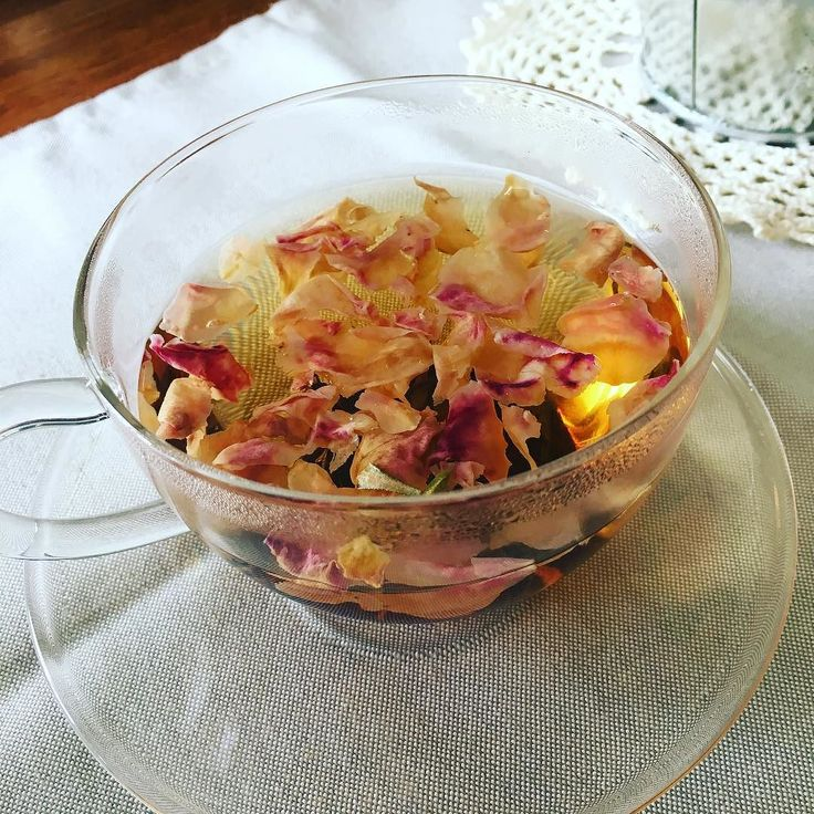 ルピシアのローズティー薔薇の花びらがたっぷり入ったハーブティです本来はこうやって飲むものじゃない気がしますがあんまり綺麗なので目で楽しみながら#sgraphoto #food