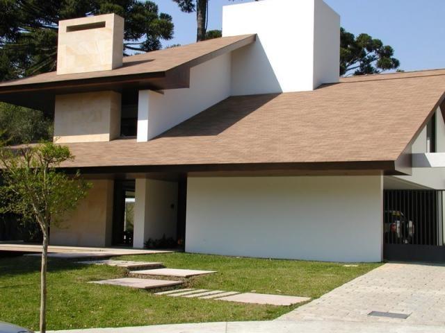 Exemplo de casa com telhado em águas - inclinação mínima 28%