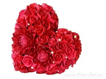 Сердце из красных роз и георгинов- букет на ленте - В НАЛИЧИИ