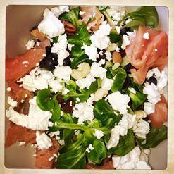 My food | Lunch | 7 SmartPoints  20 gr veldsla: 0 SP 50 gr blauwe bessen: 0 SP 50 gr Salakis feta light: 2 SP 50 gr zalm, gerookt: 2 SP 8 gr rozijnen: 1 SP 12 gr gemengde noten: 2 SP