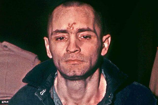 CALIFORNIA, (tubasmedia.com) – Pembunuh massal Amerika Charles Manson, yang kini telah berusia 80 tahun, telah diberikan izin untuk menikahi seorang wanita berusia 26 tahun.