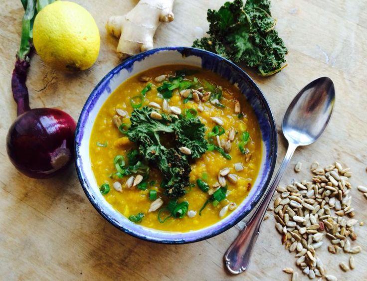 Kitchari er ordentlig «comfort-food» med flere gode, terapeutiske egenskaper. Denne indiske suppen/gryten er spesielt anbefalt som en skånsom de-tox, for å fre