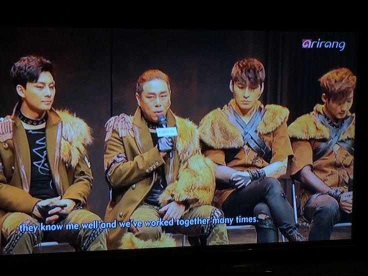 Assistindo na TV Arirang
