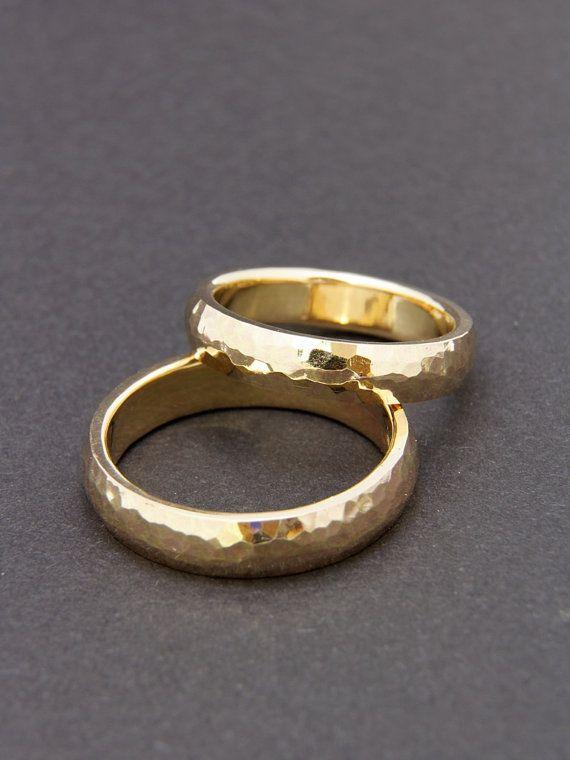 Gehamerd trouwringen/trouwringen gemaakt van 585 goud geel