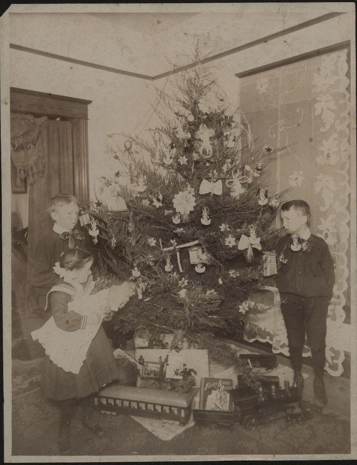 Christmas 1900 | Christmas tree around 1900