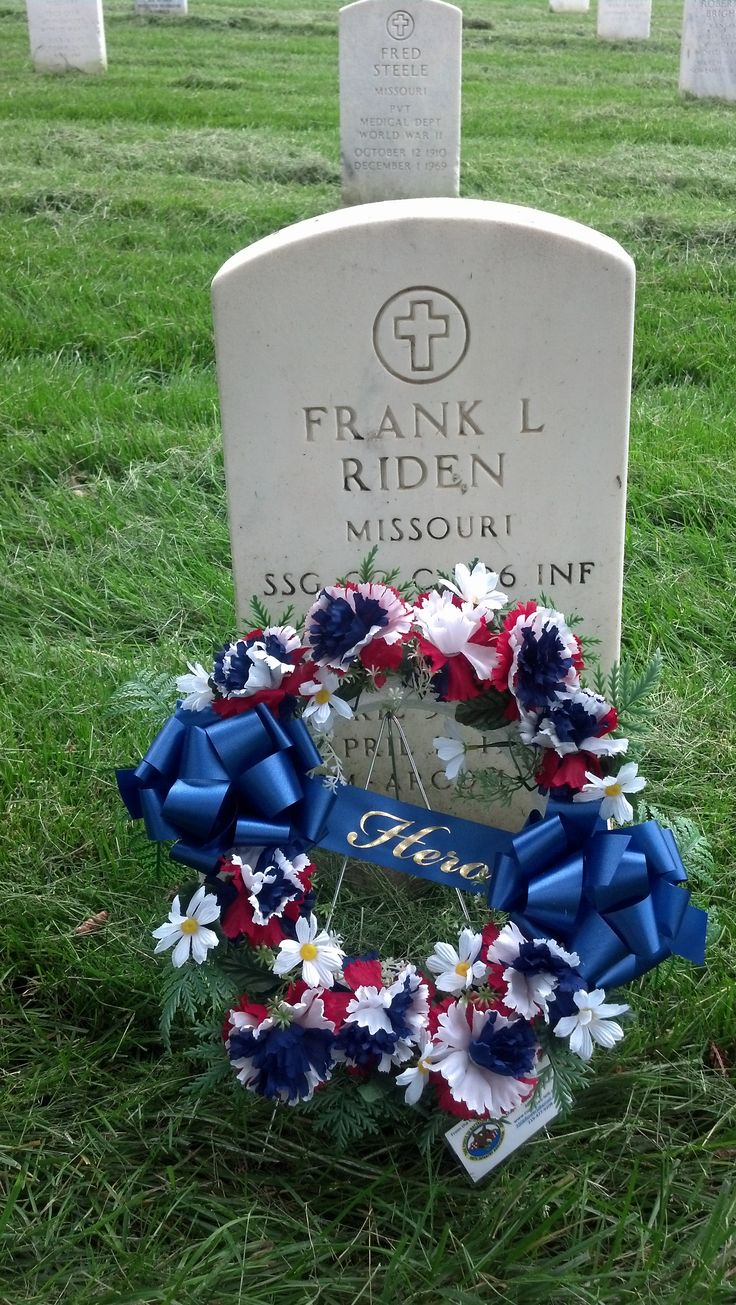 8 best dad grave ideas images on pinterest cemetery flowers hero wreath at leavenworth national cemetery izmirmasajfo