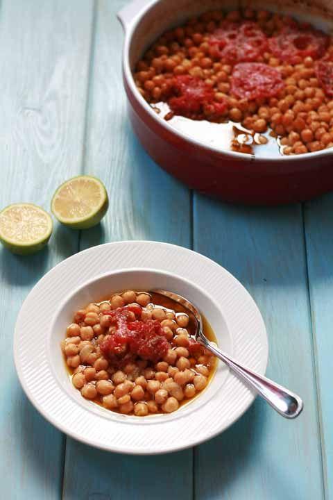 Revitháda - slow baked chick peas with tomato & oregano