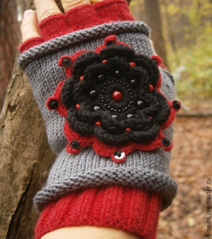 Купить Перчатки митенки(перчатки без пальцев) с черным цветком. - цветочный, красный цвет, серый цвет