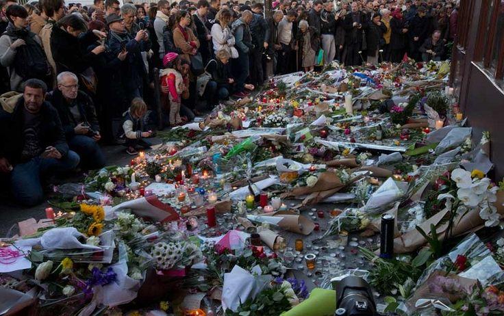 El balance de fallecidos en los atentados del viernes en París aumentó a 132 tras la muerte de tres heridos, indicó este domingo la entidad que administra los hospitales de ...