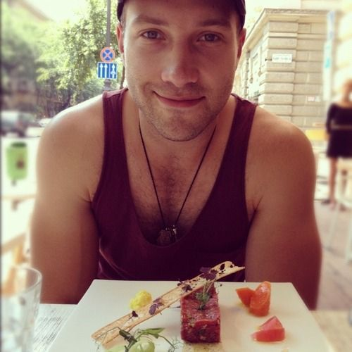 Could look at this face across the table everyday!---seriously, what is it about Australia that makes their men so HOT!?