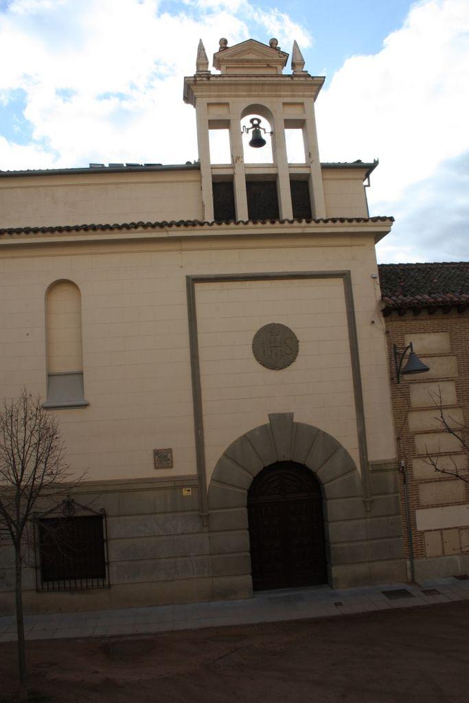 Publicamos el colegio Sagrado Corazón, antigua sinagoga Ibáñez, en Segovia. #historia #turismo  http://www.rutasconhistoria.es/loc/colegio-del-sagrado-corazon