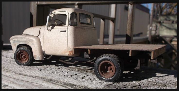 '52 Chevy Pickup Flatbed (1/25th) (40 photos)