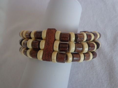 unique designs wooden bracelet  aprox. 7.5 inches  made in china