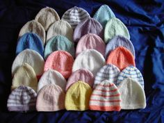 Bonnet pour bébés de 32-36 semaines. voici un bonnet tout simple à tricoter laine CALINE de BDF aig n°3 27 m / 36 rg taille 32-36 sem