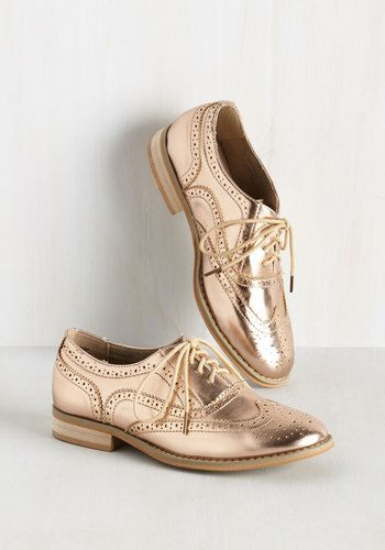 Talking Picture Flat in Rose Gold. And now for your feature presentation - these metallic pink wingtips! #bronze #modcloth