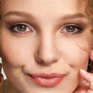 Göz kapağı estetiğini temelde 3 grupta değerlendirebiliriz; 1. Üst göz kapağı estetiği 2. Alt göz kapağı estetiği 3. Alt ve üst göz kapaklarına dokunmadan sadece göz kapağı açısını değiştiren ameliyatlar (badem göz ameliyatı )