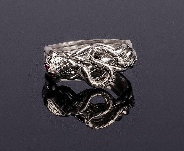 Серебряное кольцо с Рубином «Кобра» от Wickerring