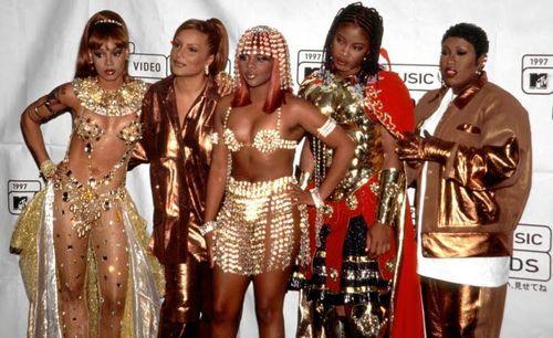 Lisa Left Eye Lopez, Angie Martinez, Lil Kim, Da Brat and Missy Misdemeanor Elliott  bow down