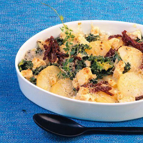Mediterraner Grünkohl-Kartoffel-Auflauf lässt sich super vorbereiten und sogar einfrieren.