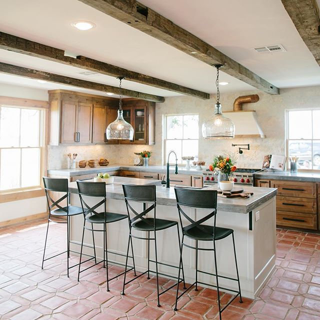 Tonight's #fixerupper is one of my season 3 favorites. What was your favorite part? Mine was this dreamy kitchen. The tones and textures were just perfect.  #ranchgoals