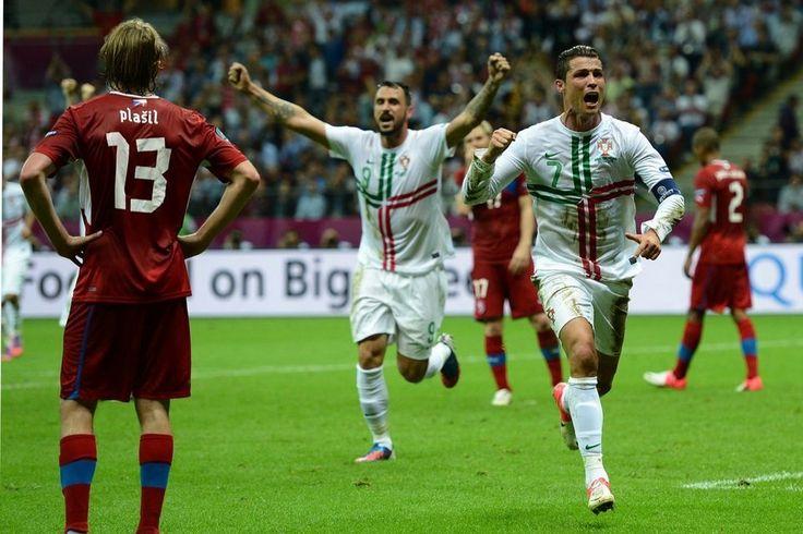 Cristiano Ronaldo celebra el único gol del encuentro entre Portugal y Chequia.  #euro2012 #portugal #chequia