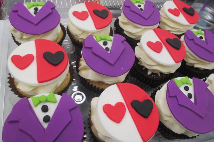 Joker inspired fondant cupcake toppers by Flavor Cupcakery