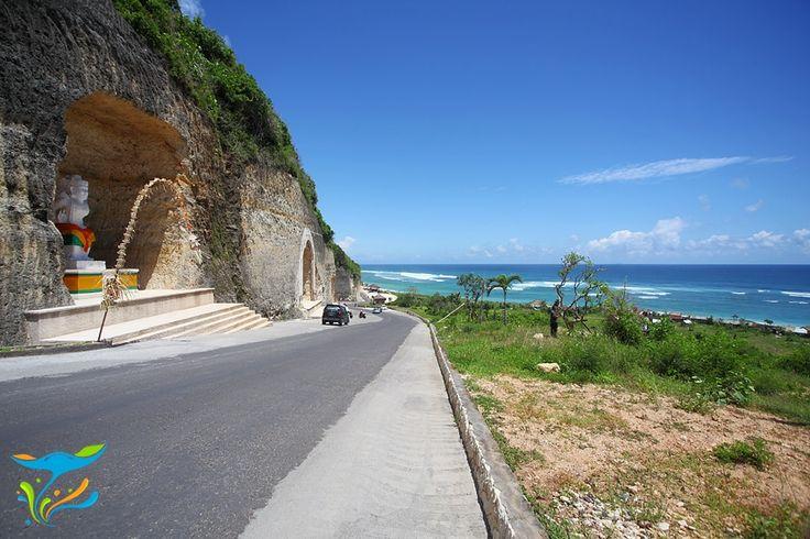 Tidak heran jika popularitas Pantai Pandawa langsung melejit mengalahkan banyak pantai Bali lain yang lebih dahulu populer begitu akses jalan dibuka. Bentangan pantai berpasir putih berpadu dengan air jernih dan tenang benar-benar memanjakan pengunjung. More info: http://fantasticbali.com/tempat-wisata/pantai-pandawa.htm