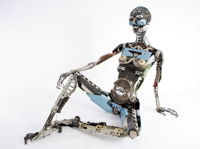 Artist Turns Old Typewriter Parts Into Amazing Things