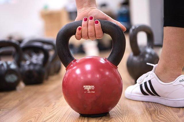 """BREAKING NEWS: The next session of my """"Ladies Who Lift"""" kettlebell class is now open for registration! Classes start Monday, March 13th. Yippeeeeeee! . . WHO: For Boston local ladies, lead by me! 🙋🏼 . WHAT: The 'Ladies Who Lift' kettlebell class is a fun, challenging, kettlebell-focused introductory strength training class designed to teach you how kettlebells can increase strength, promote fat loss, and make you feel pretty heckin' powerful alongside a group of strong, fabulous females…"""