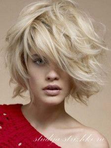 Праздничная укладка на средние волосы