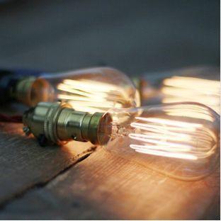 Ampoules pour décoration style industriel.