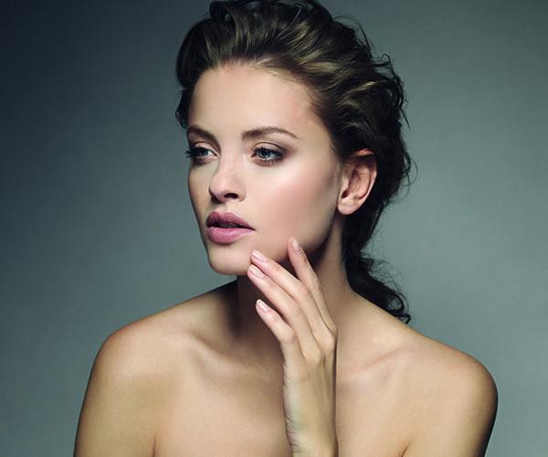 Découvrez tous les outils Elite models accessoires pour un teint parfait, digne d'un mannequin Elite.