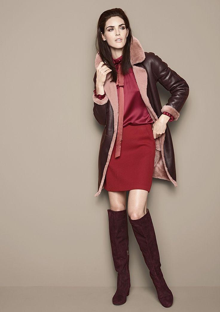 Lammfellmantel, Bluse & Jupe von PAULE KA, Stiefel von PEDRO MIRALLES  Lady | womenswear  | Fashion | dress | premium | red | overknees | leather | PKZ | buy here --> goo.gl/4mZOKS