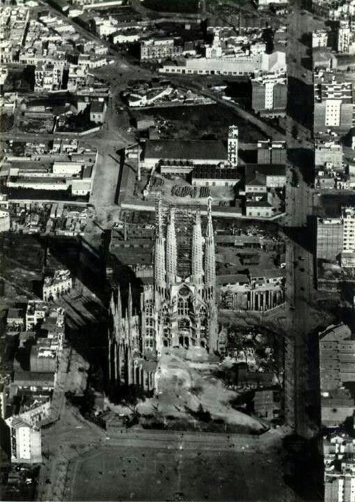 Antoni Gaudi - La Sagrada Familia, Barcelona, España. Año 1910